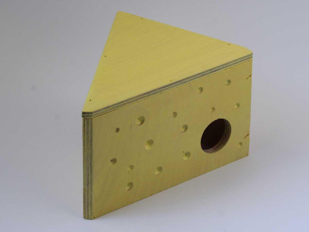 Mökki hiirelle tai gerbiilille: keltainen juustokolmion muotoinen mökki on hauska pesäkolo lemmikille!