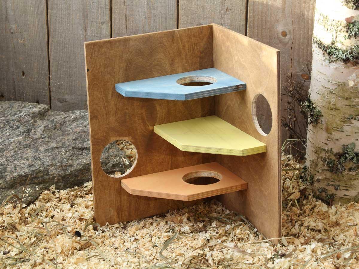 Hamsterin värikäs touhunurkka, jossa kolme tasoa ja kulkuaukkoja, sopii myös gerbiilille ja hiirelle!